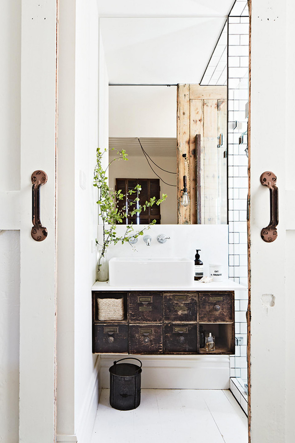 rustic-bathroom-white-mar14-20150401101858~q75,dx1920y-u1r1g0