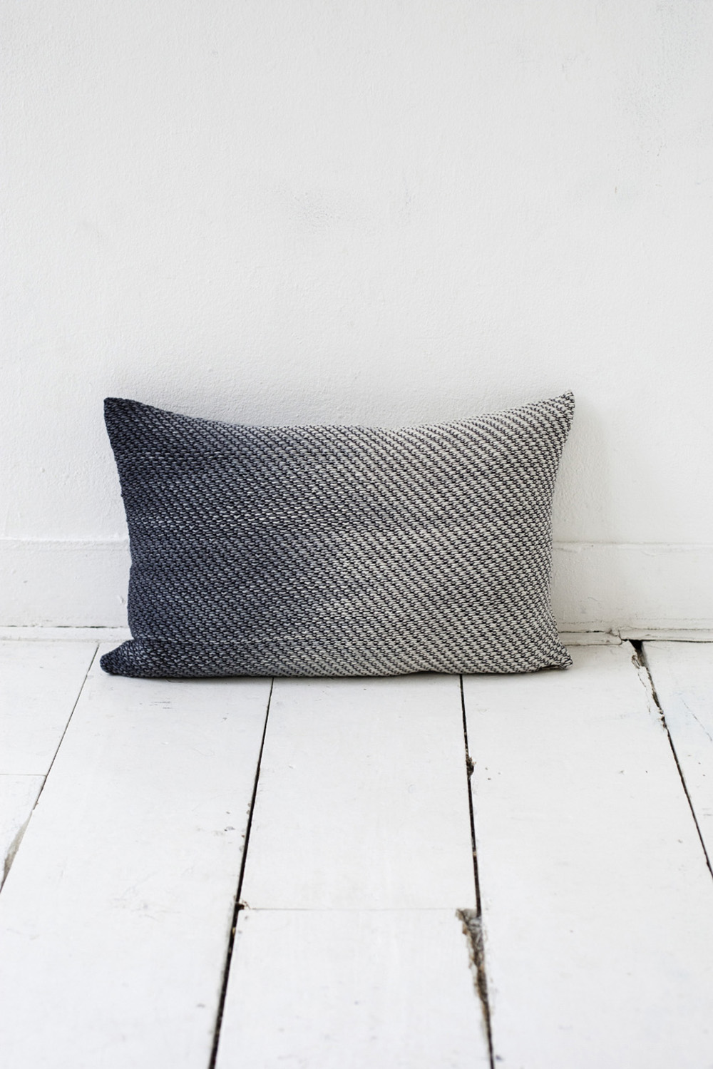 Home-Accessories-Pillows-Knitted-cushion6-940x1409