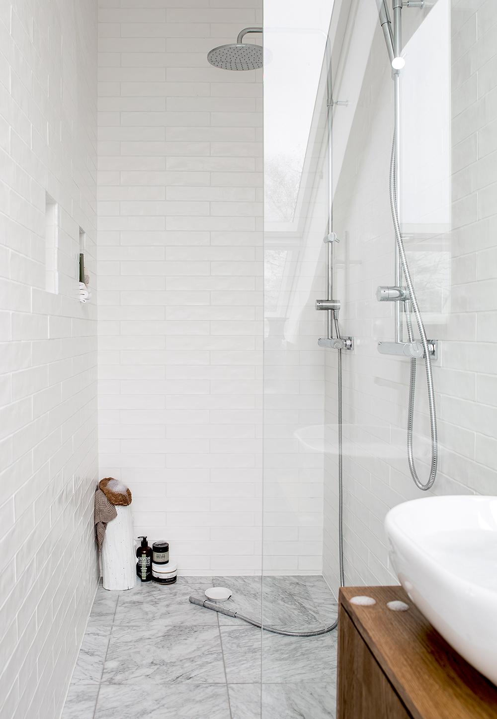 Vårt kvadrat smarta badrum Daniella Witte
