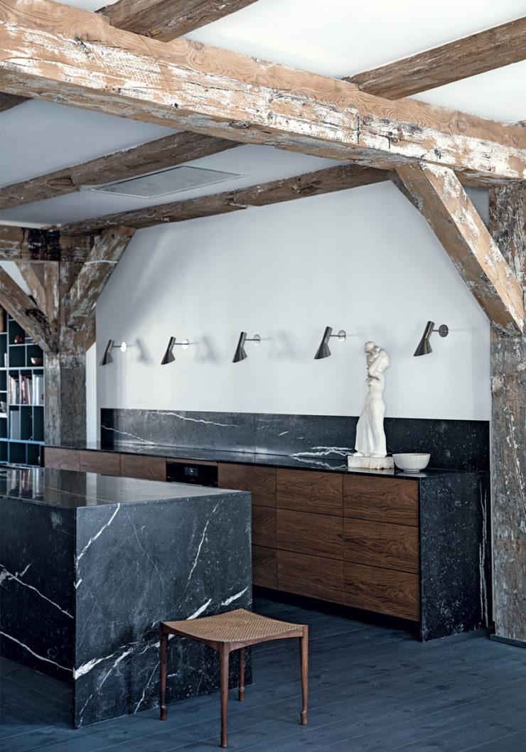 bjaelker-kokken-sort-marmor-storbylejlighed-koebenhavn-TRMYxon7DegGDZ4ywUR0bA