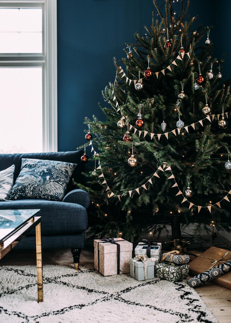 kerstboom met vlaggetjes