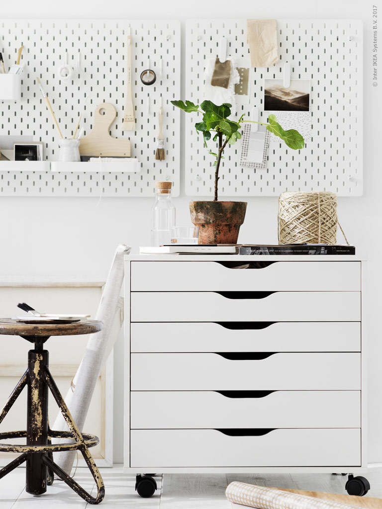 this storage board stilinspiration. Black Bedroom Furniture Sets. Home Design Ideas