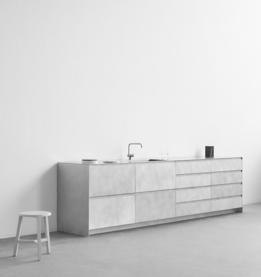 Minimalist kitchen by Reform