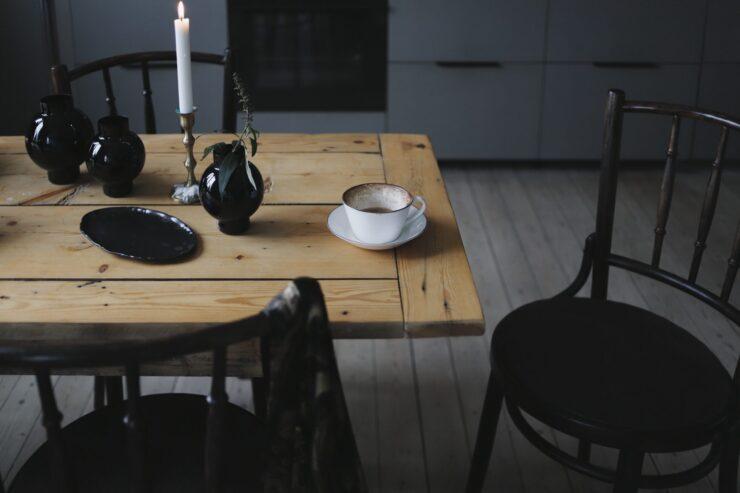 Tofflor och renbäddad säng | Elin Lannsjö